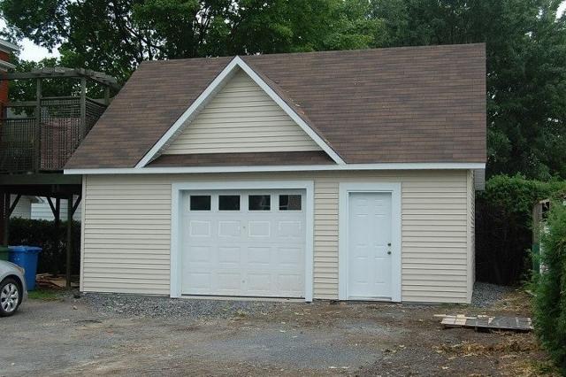 Garage 17 garage pr fabriqu charette b timent pr fab for Modular garage california